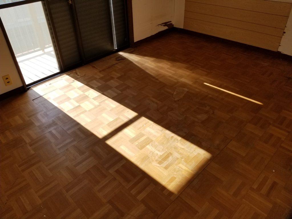寝室の床の施工前