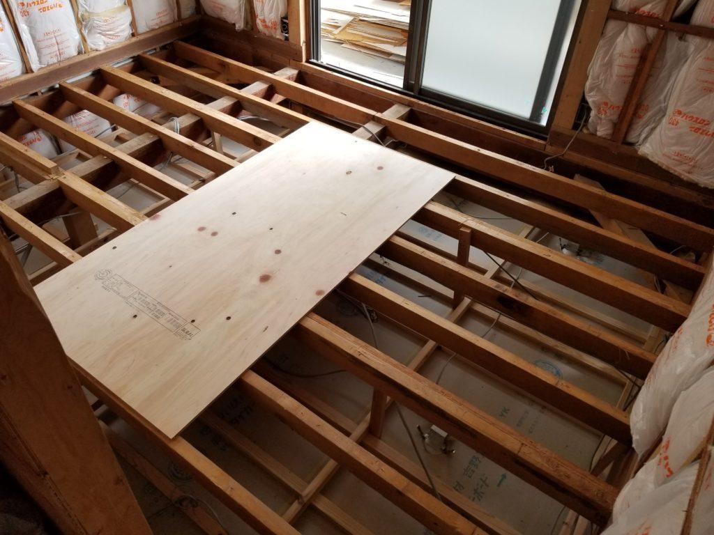 寝室の床の施工中